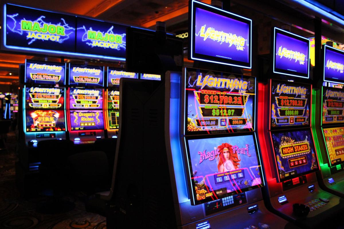 Players struck by Blue Chip's new 'Lightning Link' slot lounge | Games |  nwitimes.com