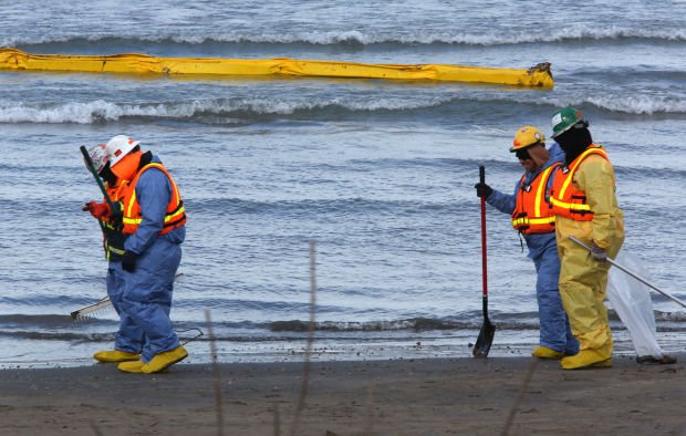 Estimated size of Lake Michigan oil spill grows again