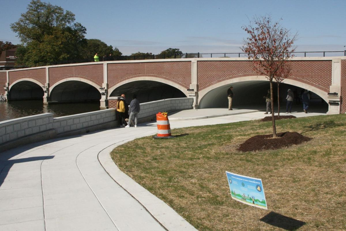 New bridge hailed as downtown 'centeriece'
