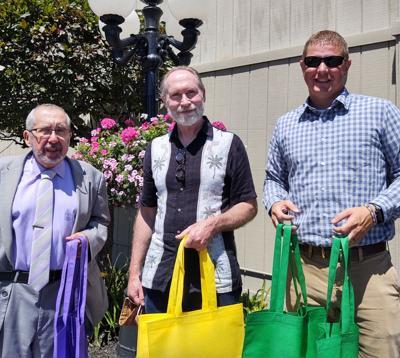 Tri-County Arts Council gives art supplies
