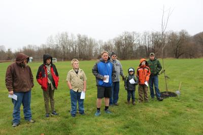 Hinsdale Eagle scout holds dedication for Gile Hollow Park tree project