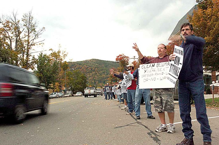 Dresser Rand Employees From Painted Post Picket In Olean News Oleantimesherald