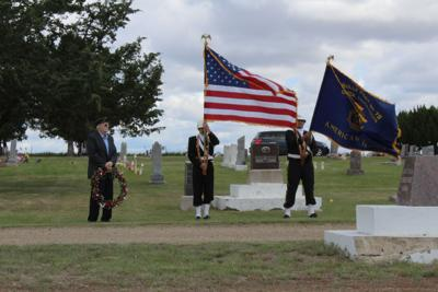 Laying the wreath at the Onida Cemetery, Memorial Day 2017