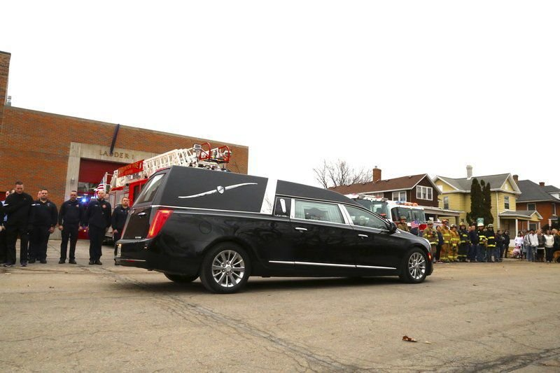 Community gathers to show respect for fallen firefighter