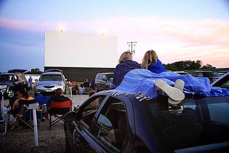 Iowa drive-ins recapture golden age of outdoor movies