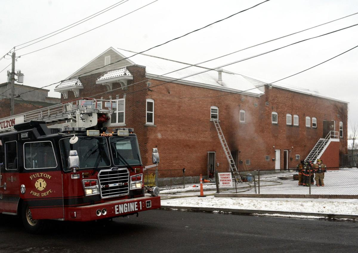 Fulton firefighters put out blaze at apartment building