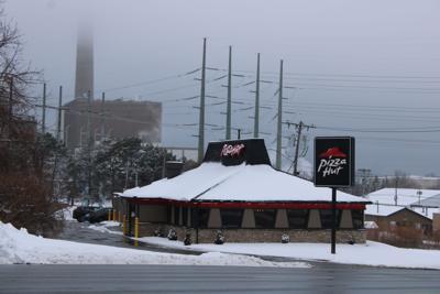 Oswego Pizza Hut to close Monday