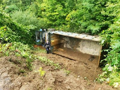 Dump truck rollover kills Pulaski man