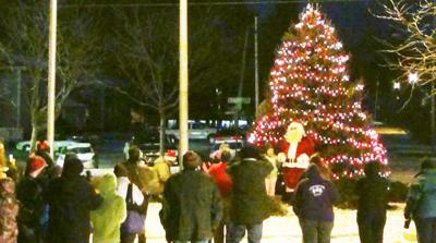 Country Christmas Tree.Hannibal Country Christmas Is Saturday News