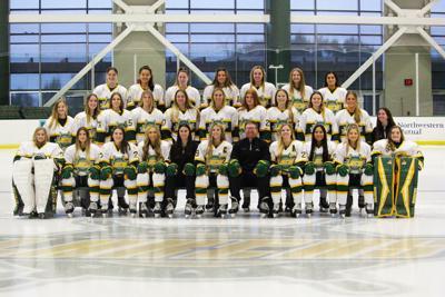2021-22 women's hockey team photo