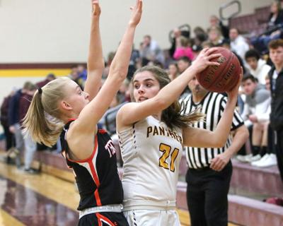 Girls basketball: Fairfield goes through motions in loss to Panthers