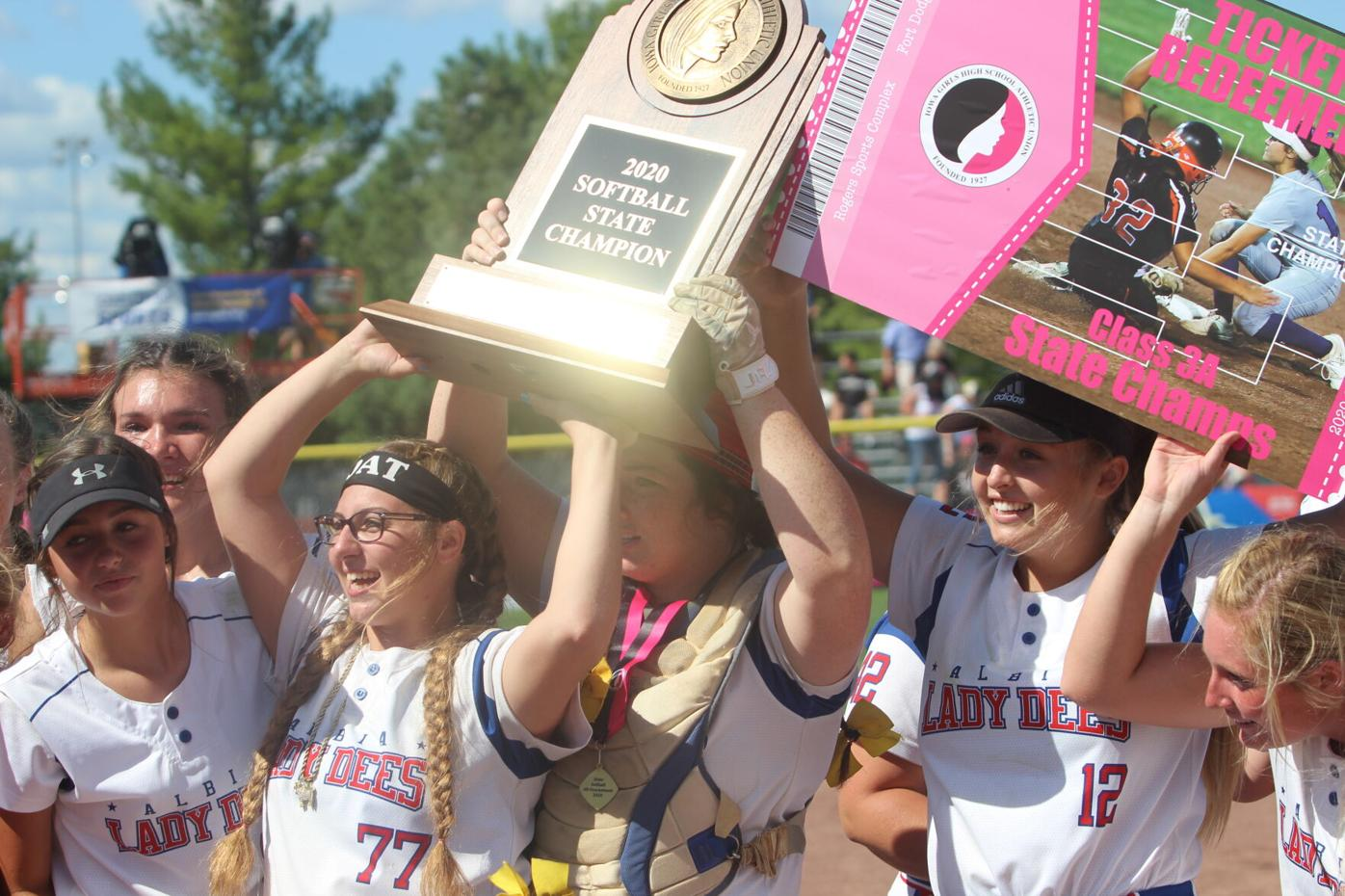 Lady Dees 'get the gleam' (2-4 column photo)