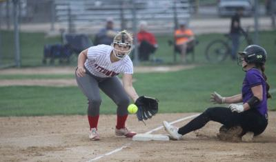 Bulldogs fall to top-ranked Muscatine