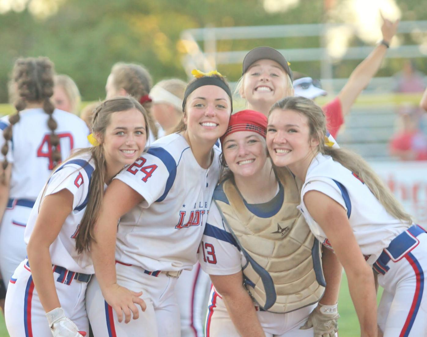 Lady Dees prepare for final game (Main 4-6 column photo)