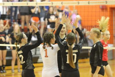 Van Buren spikers overcome Comets for 10th win