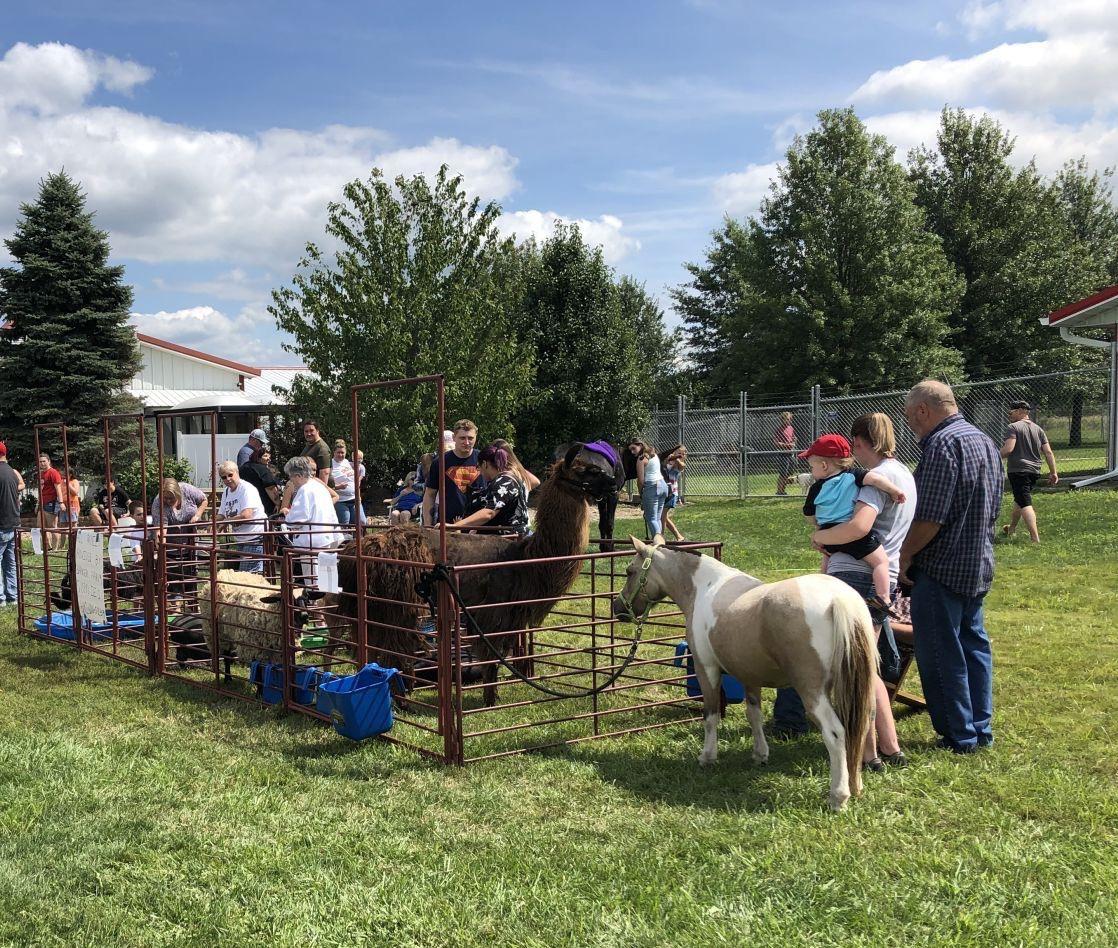Heartland Humane Society puts on petting zoo