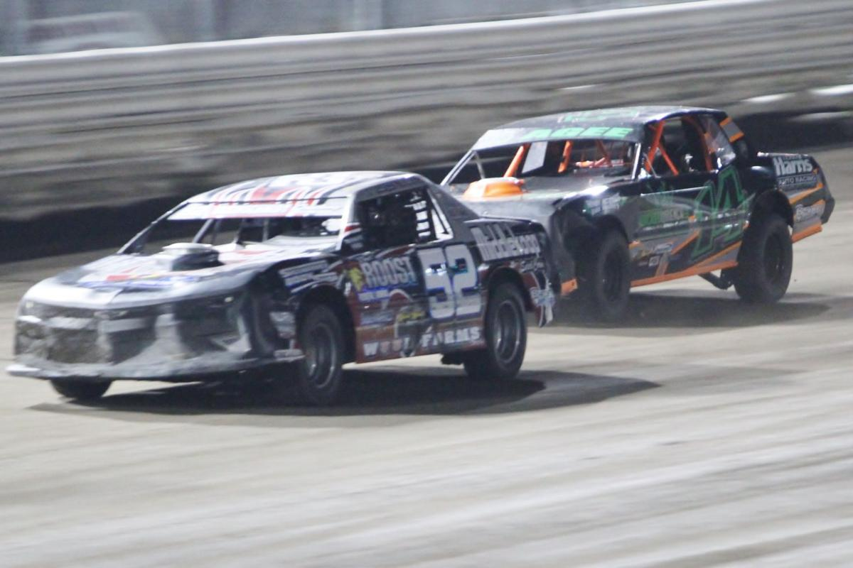 Wood holds off Agee in stock car finale