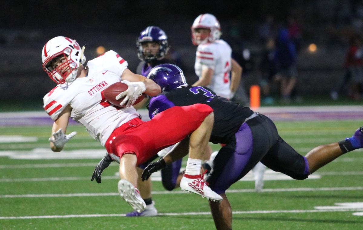 Prep football: Bulldogs make statement in rout of Grayhounds