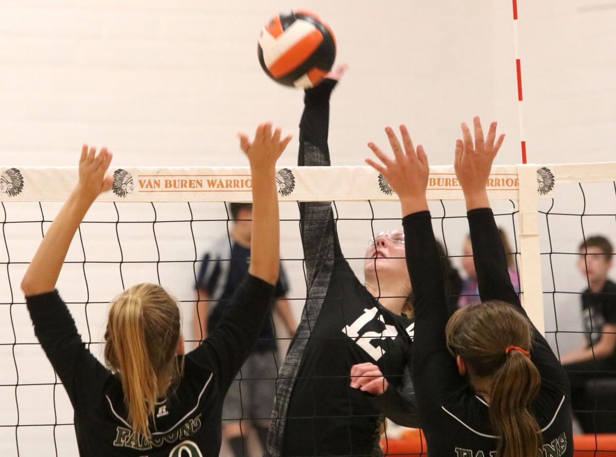 Prep volleyball: Warriors remain perfect