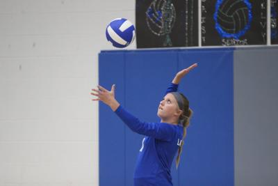 Mohawks serve up five-set win