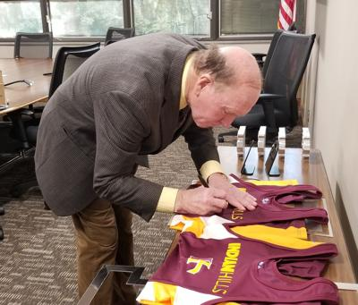 Dan Gable takes part in IHCC Celebrity Night