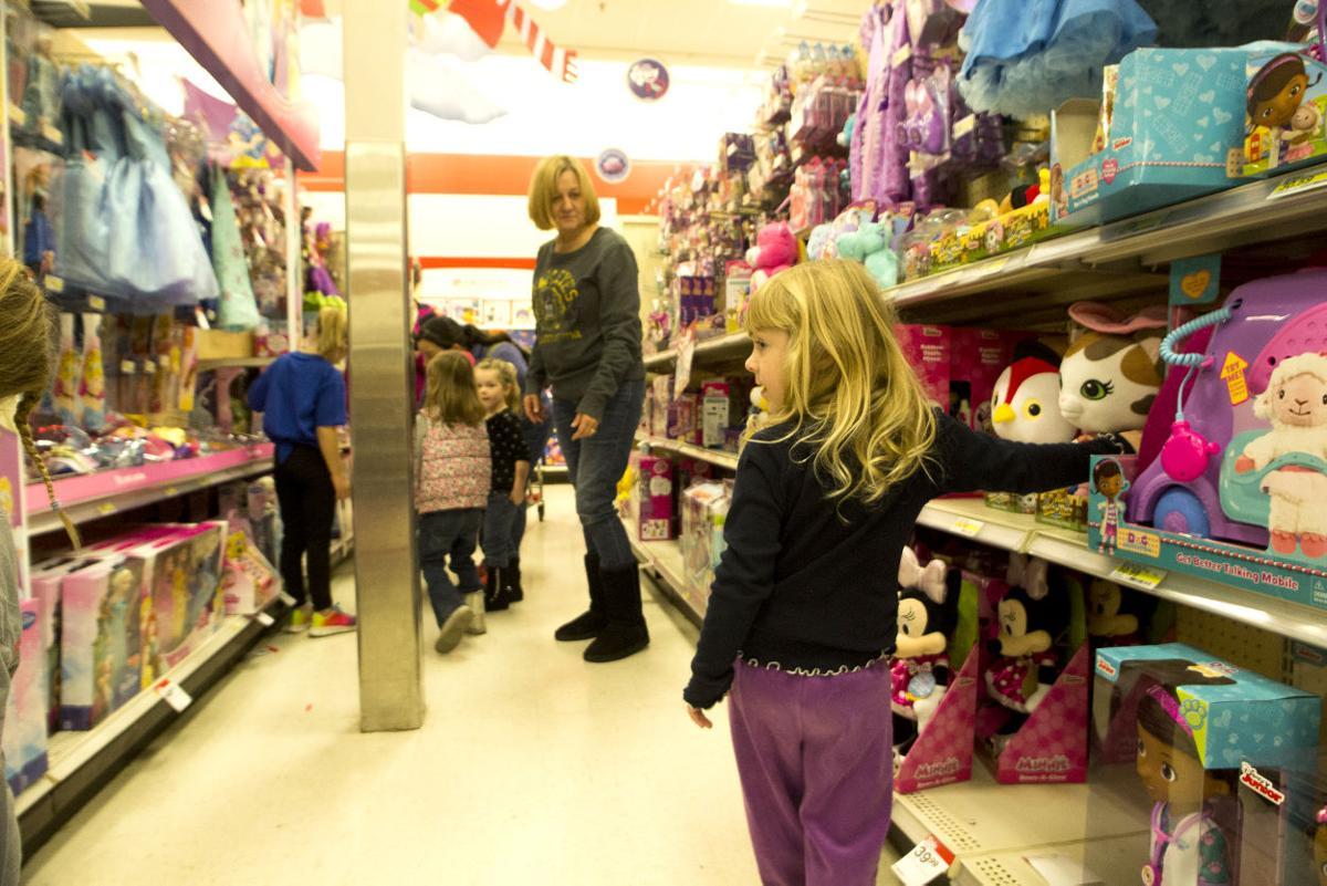 Seton kids shop with compassion | Local News | ottumwacourier.com