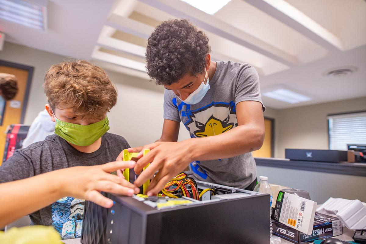 Student teaches tech workshop to renovate local computer lab