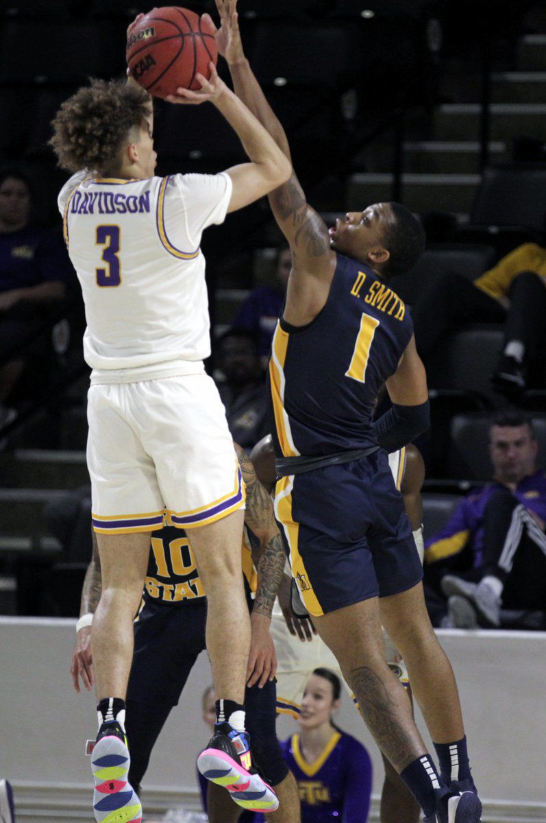 Racers advance to 4-0 in OVC