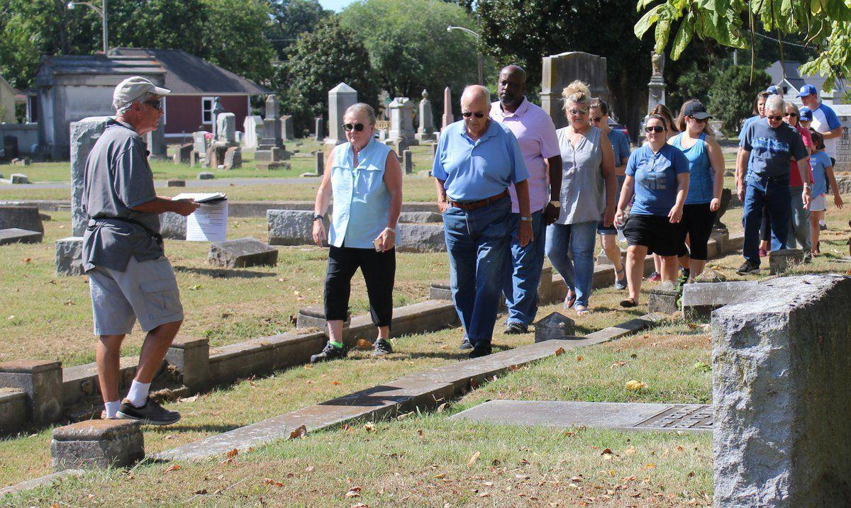 Tour among the dead brings Paducah's stories back to life
