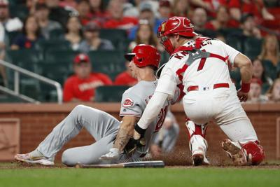 Senzel, Ervin help Reds beat Cardinals to salvage DH split