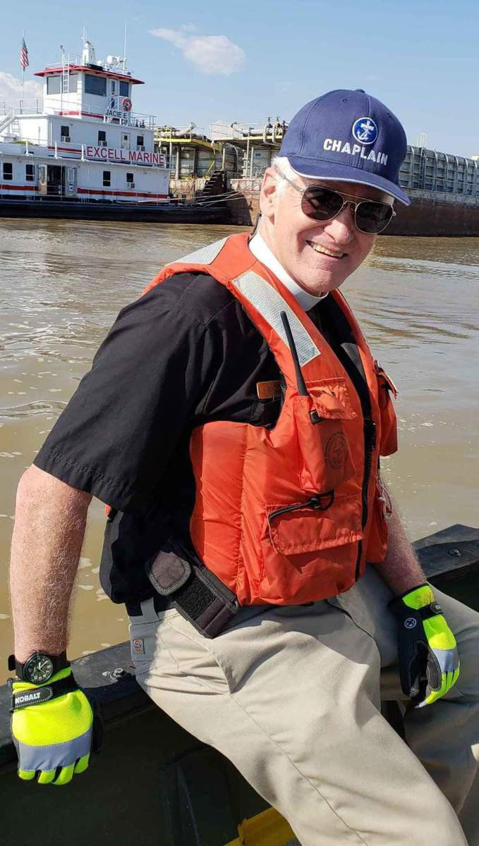 Retired professor discovers new rewards in helping towboat crews