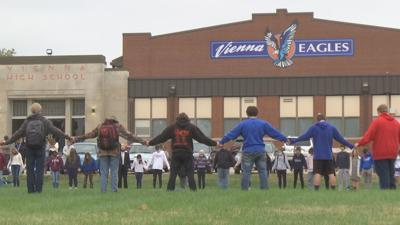 Vienna students, staff pray for victims in deadly crash