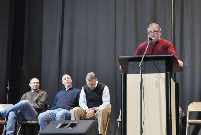 Leaders talk cooperation, 2019 events at town hall