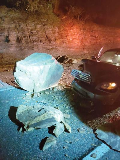 Rock slide causes crash on U.S. 23