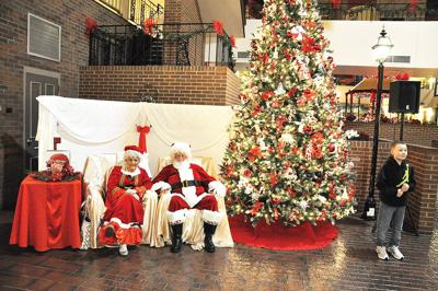 Santa, Mrs. Claus visit Ramada