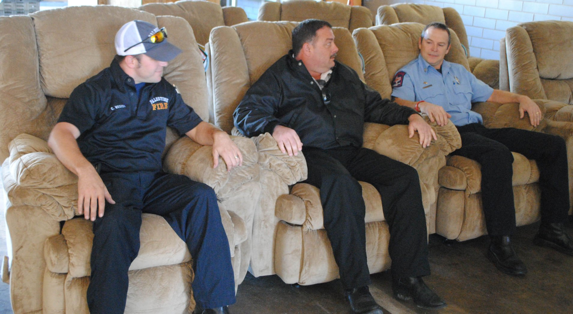 Aaronu0027s Donates Recliners To Palestine Fire Department