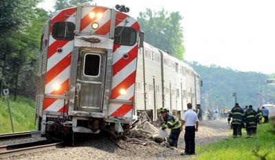 Metra train hits car outside Chicago