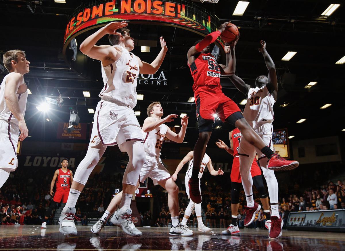 Yarbrough rebound vs. Loyola