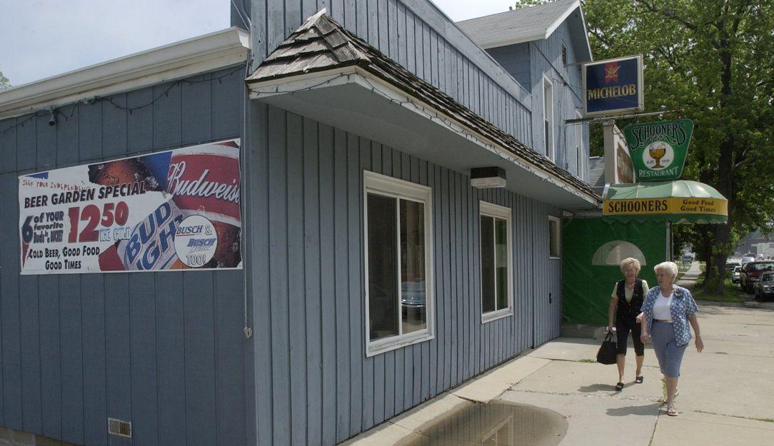Schooner's, Bloomington