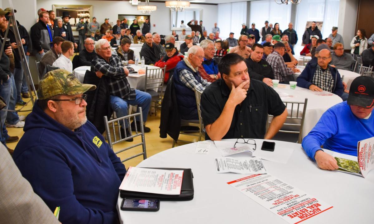 Farm land auction crowd