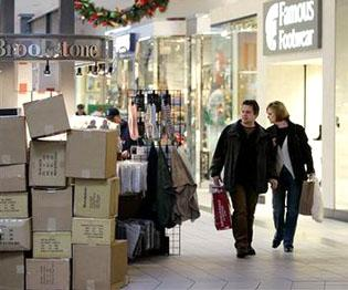 Retailers eager for last-minute shoppers