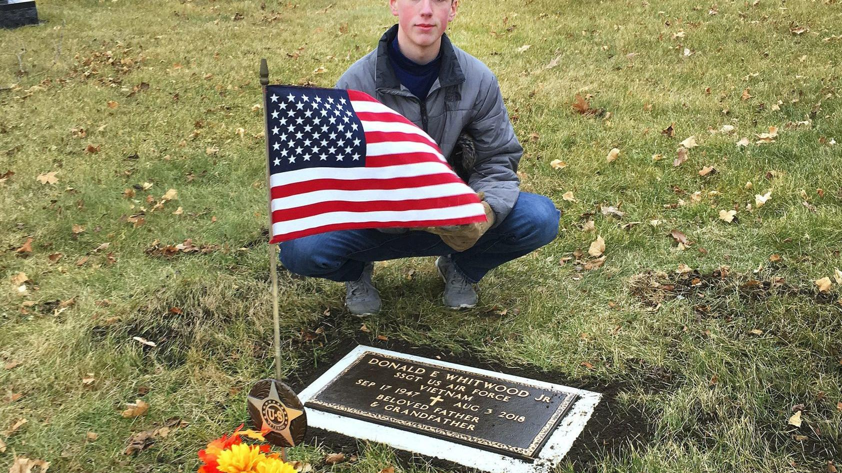 Bloomington teen places grave markers to honor veterans