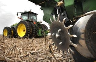 Farmers fight urge to plant as weather keeps fields wet