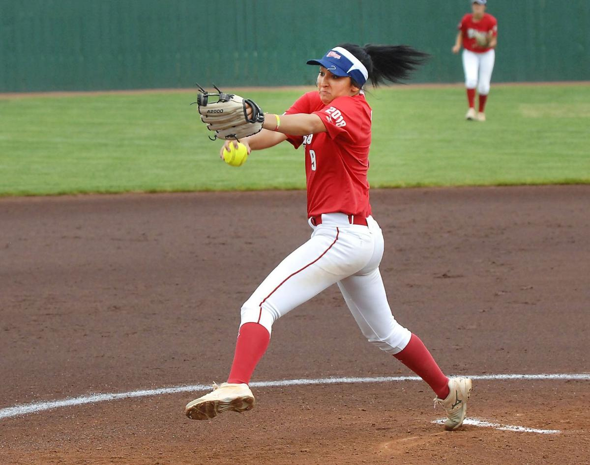 16 Under Tourney Memphis Recruit Delivers Pitches And Fun For Texas Team Pro Softball Pantagraph Com