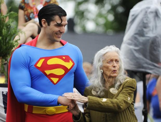 Superman Lois Lane statue  sc 1 st  The Pantagraph & Metropolis unveils statue of Supermanu0027s Lois Lane | Strange News ...