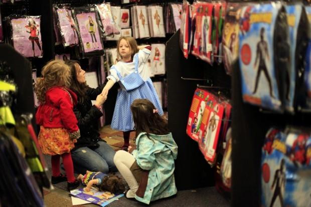 halloween stores 102409