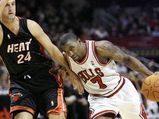 Gordon's career night helps lead Bulls to victory