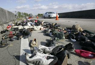 Thousands of shoes tie up freeway traffic