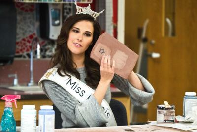 Miss Illinois gives Heyworth students lessons in art, life