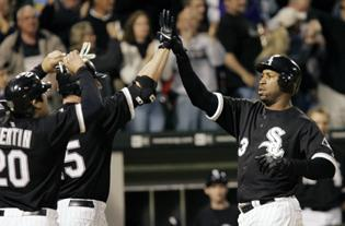 Dye homers twice, White Sox top Indians